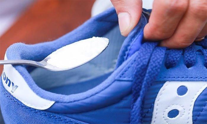 baking sode khử mùi giày
