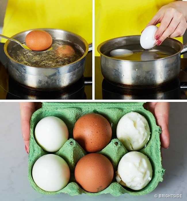 Ngâm trứng vào nước lạnh để dễ bóc vỏ