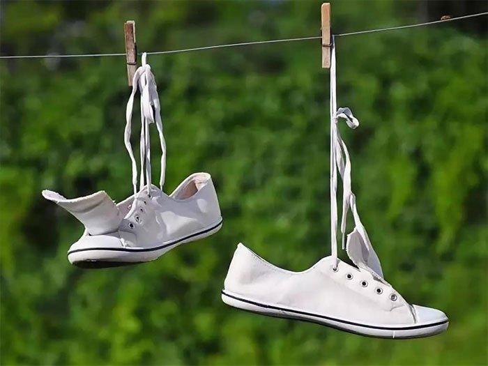 cách khử mùi hôi của giày - phơi giày