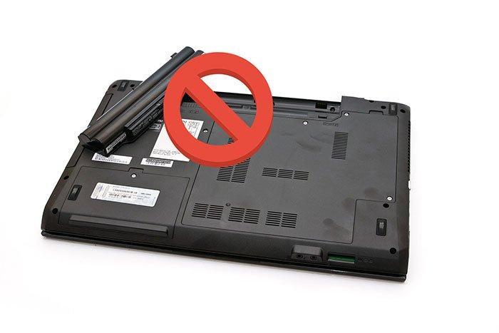 tháo pin laptop