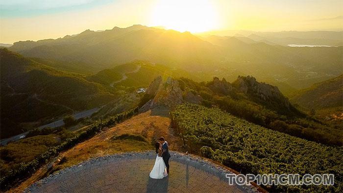 ảnh cưới được chụp bằng flycam