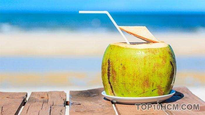 Nước dừa giải khát mùa hè