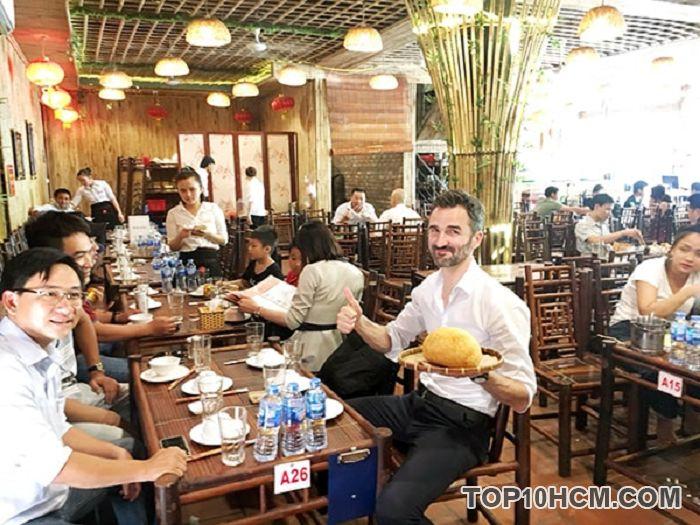 Nhiều du khách trong và ngoài nước đánh giá cao thức ăn tại đây