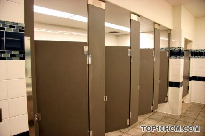 Lưu ý khi dùng nhà vệ sinh công cộng trong mùa dịch Covid-19