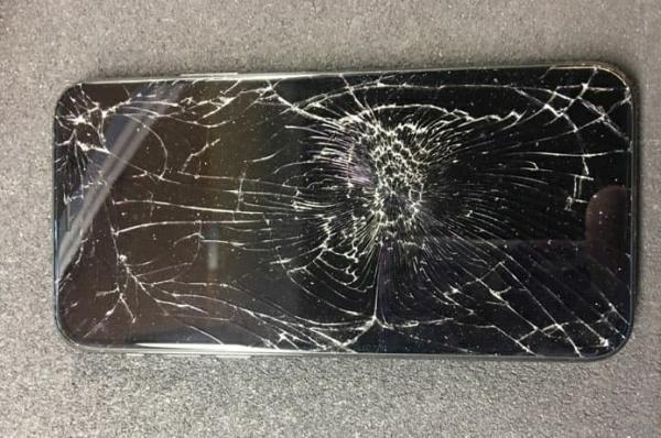 iPhone X bị đen màn hình mà vẫn có tiếng là một trường hợp thường gặp