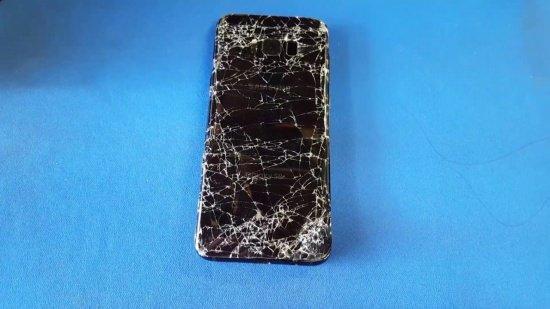 Tác động mạnh là nguyên nhân chính khiến màn hình S8 bị chảy mực