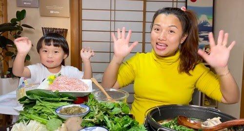 Chủ đề: Mỗi lần về Việt Nam, Quỳnh Trần JP đều phải kiếm bằng được thứ này cho bé Sa