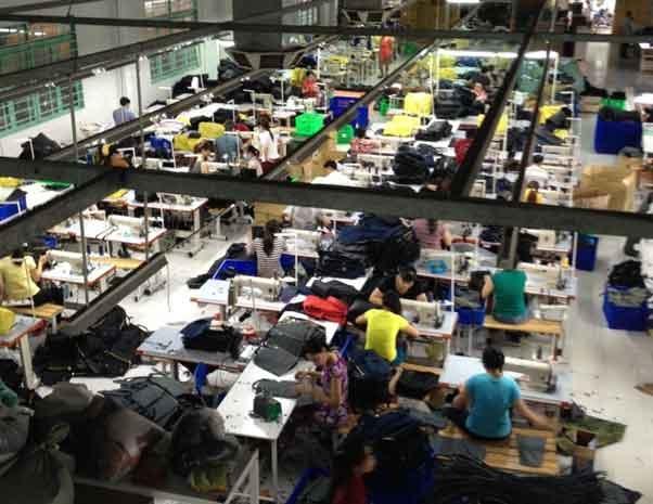 Xưởng chuyên sản xuất balo học sinh y như mẫu thật - Xưởng Balo Thiên Phú